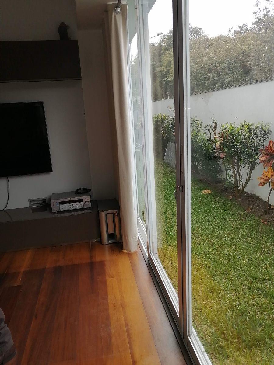 15 de 50: Dormitorio secundario con salida directa al jardín