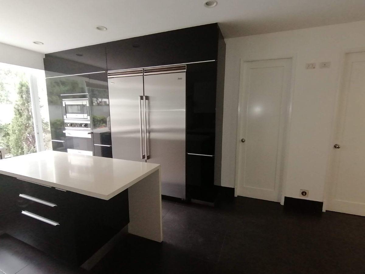 12 de 50: Moderna cocina con electrodomésticos Viking Professional