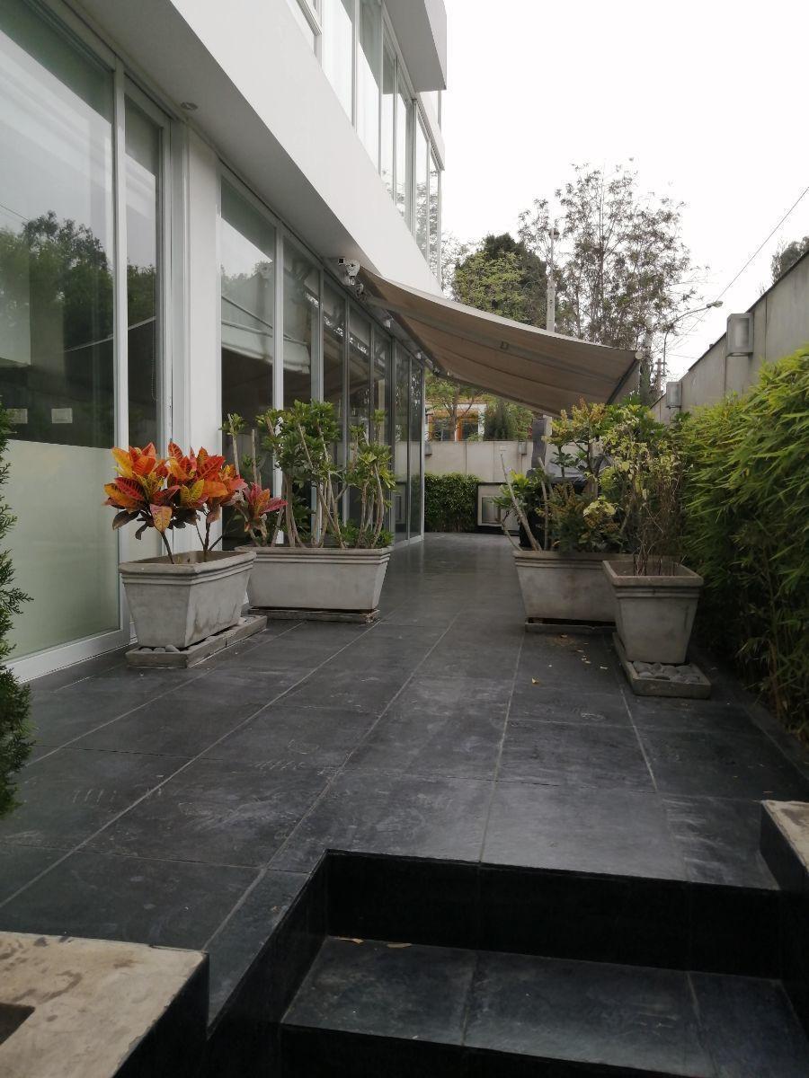 23 de 50: Linda terraza justo a la salida de la cocina