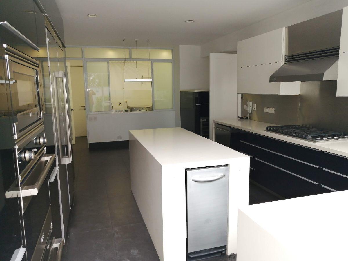 11 de 50: Moderna cocina con electrodomésticos Viking Professional
