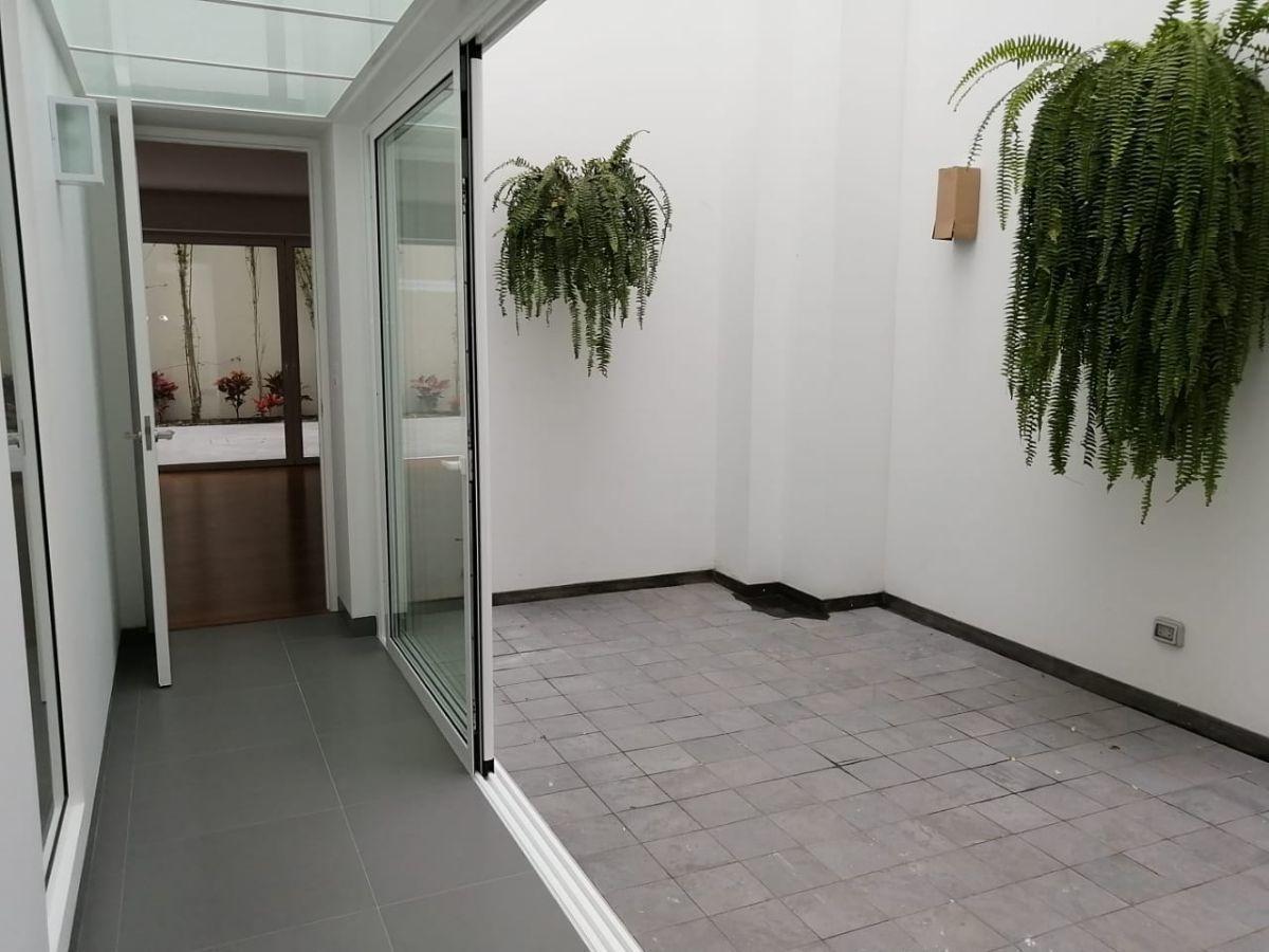 21 de 35: Patio Interior 1, ingreso al comedor