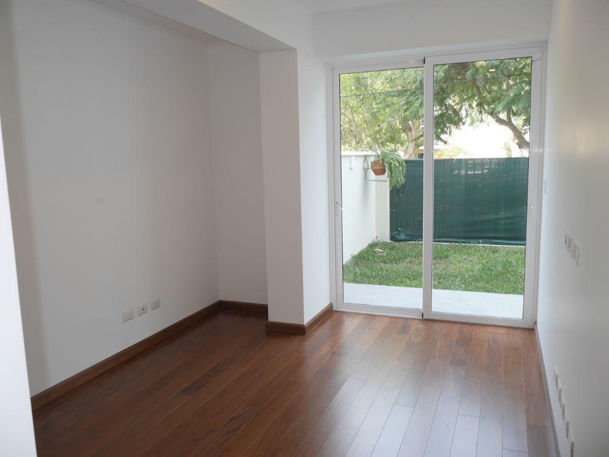24 de 35: Dormitorio Secundario 2 con salida a Jardín y Vista a Parque