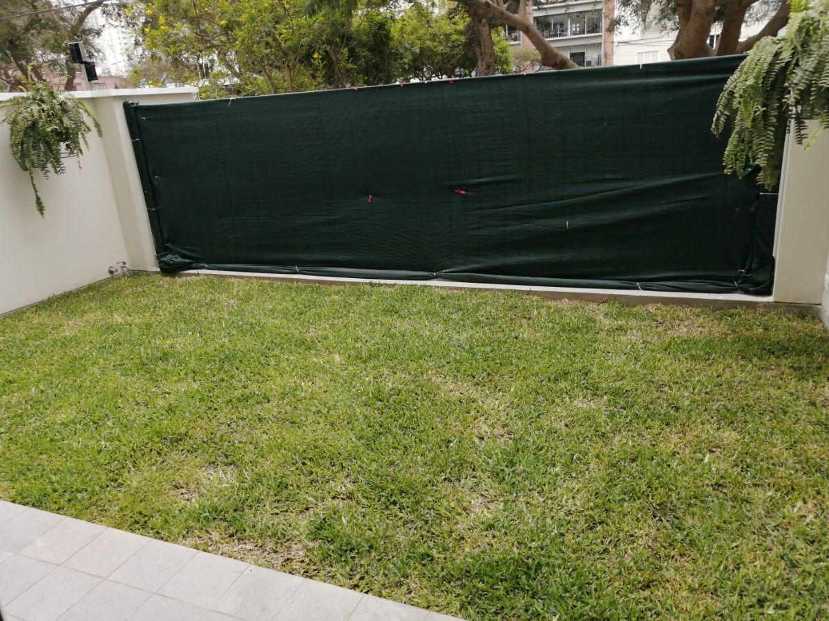 5 de 35: Lindo jardín a la salida de los dormitorios secundarios