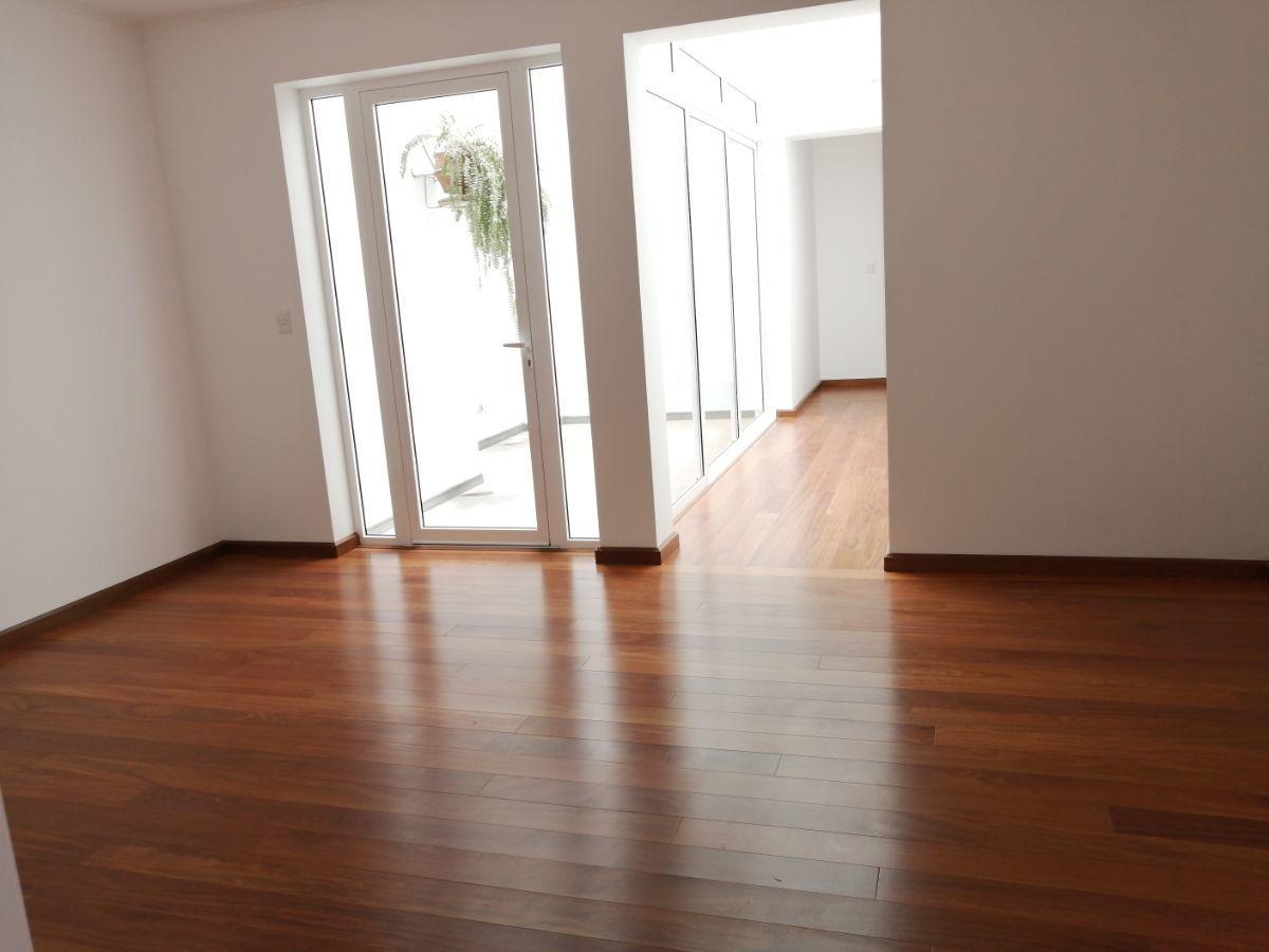 17 de 35: Family room en el área de los dormitorios secundarios