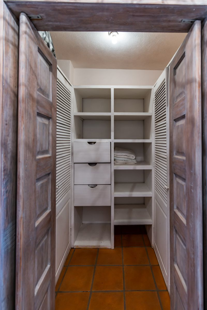 17 of 25: Closet Recamara principal