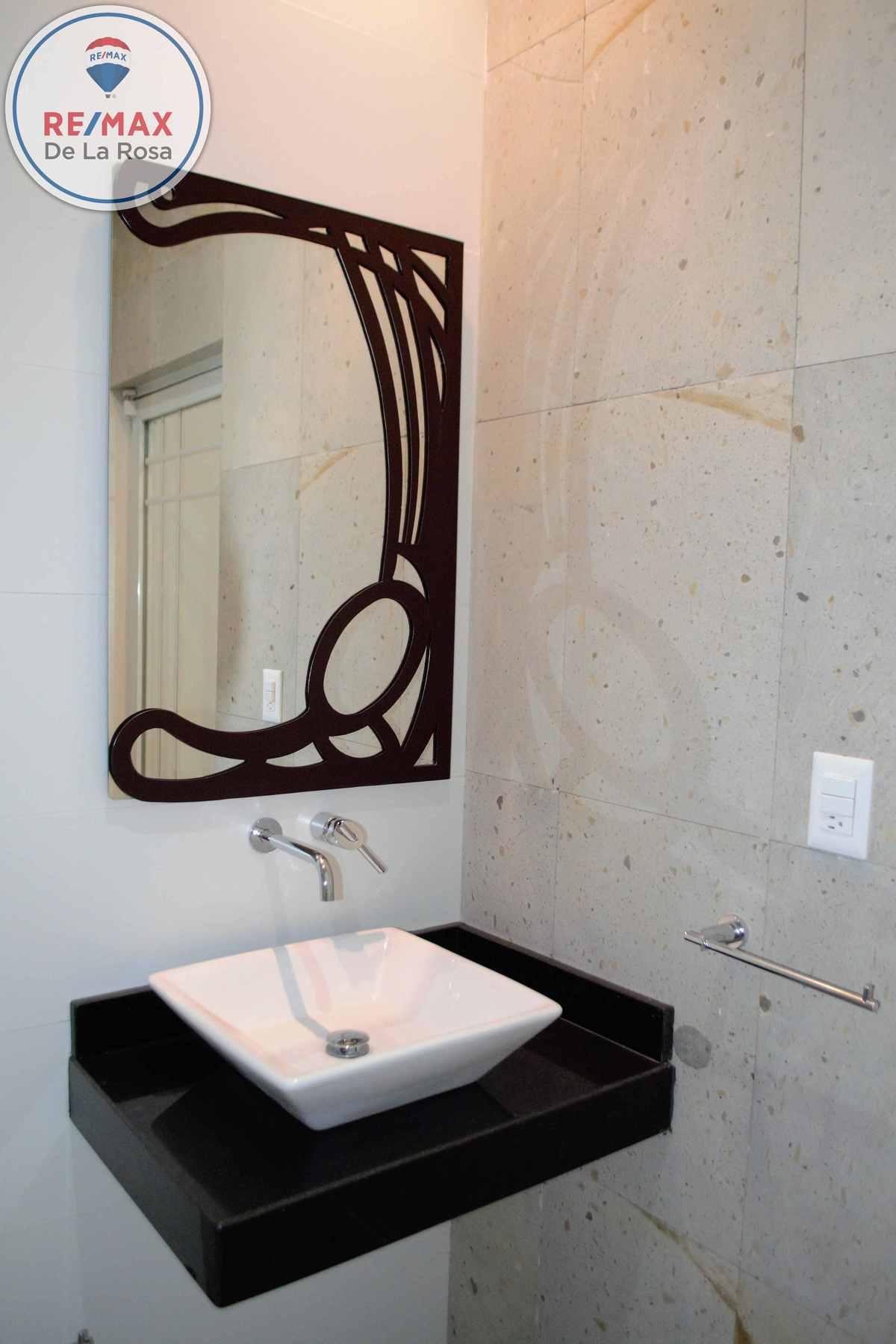 22 de 44: Lavabo espejo Baño compartido