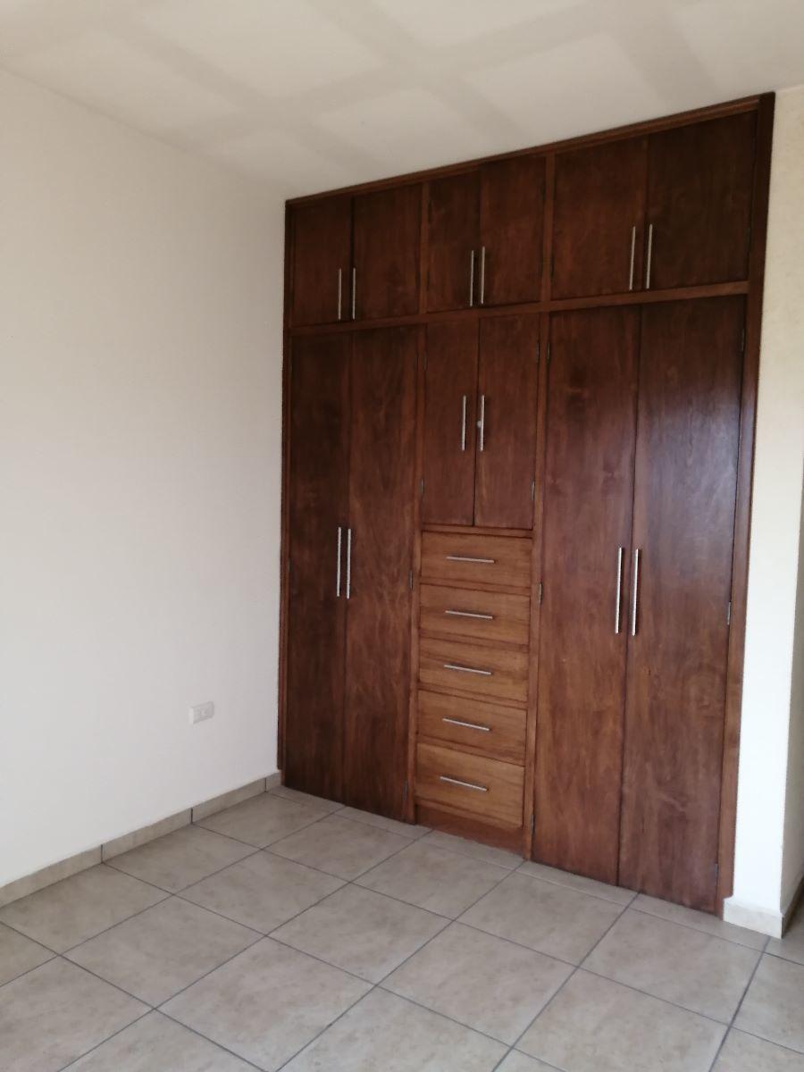 12 de 14: Recamaras con closets