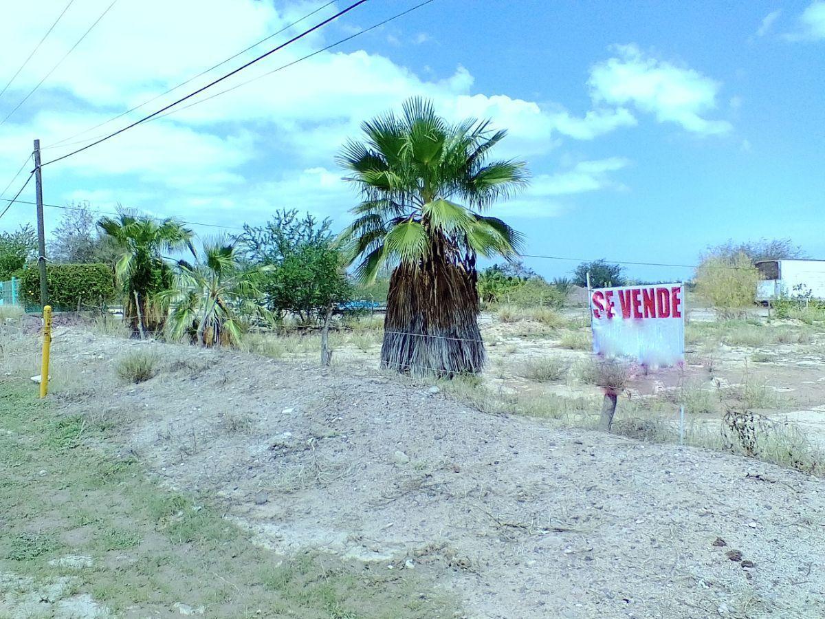 6 de 18: Vista de la propiedad sobre pie de carretera.