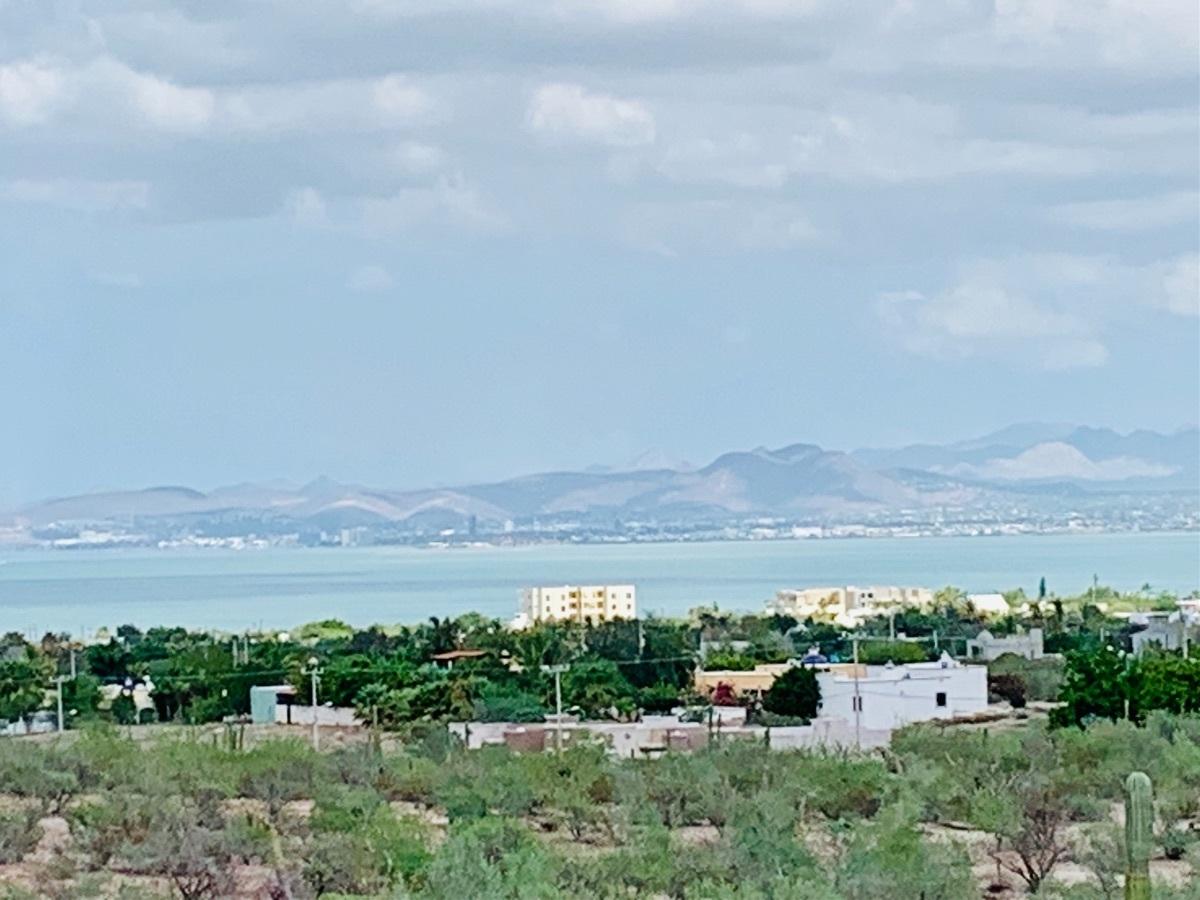 7 de 44: Vista panoramica desde la casa .