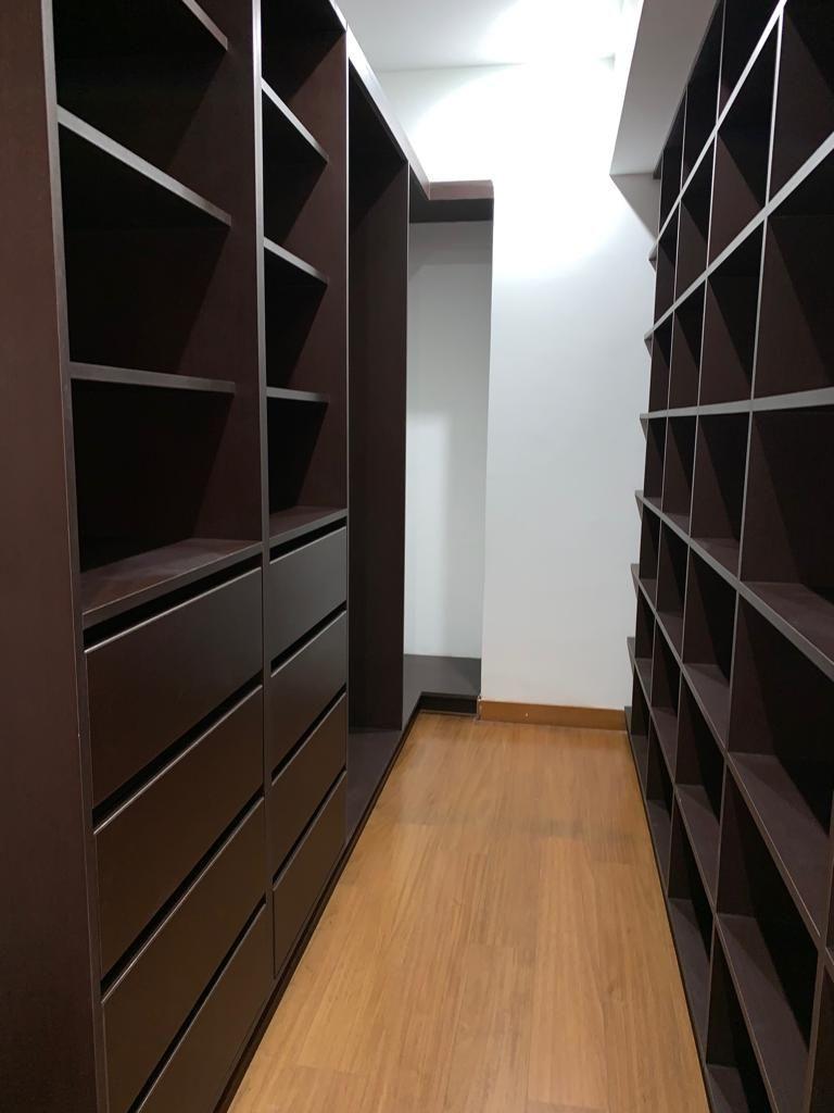 5 de 13: Walk-in-closet principal