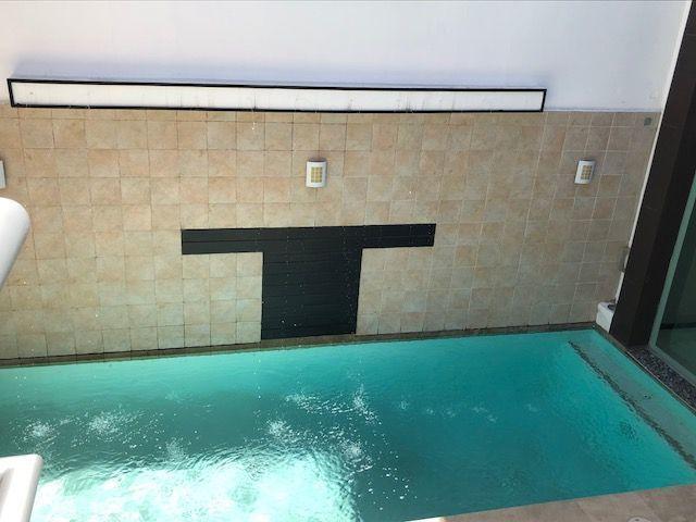 3 de 22: Alberca con fuente en el muro