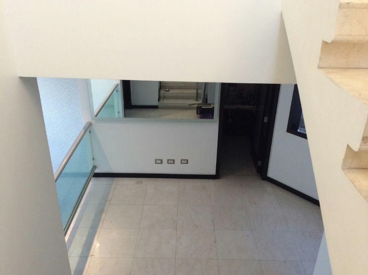 14 de 22: Área de escalera