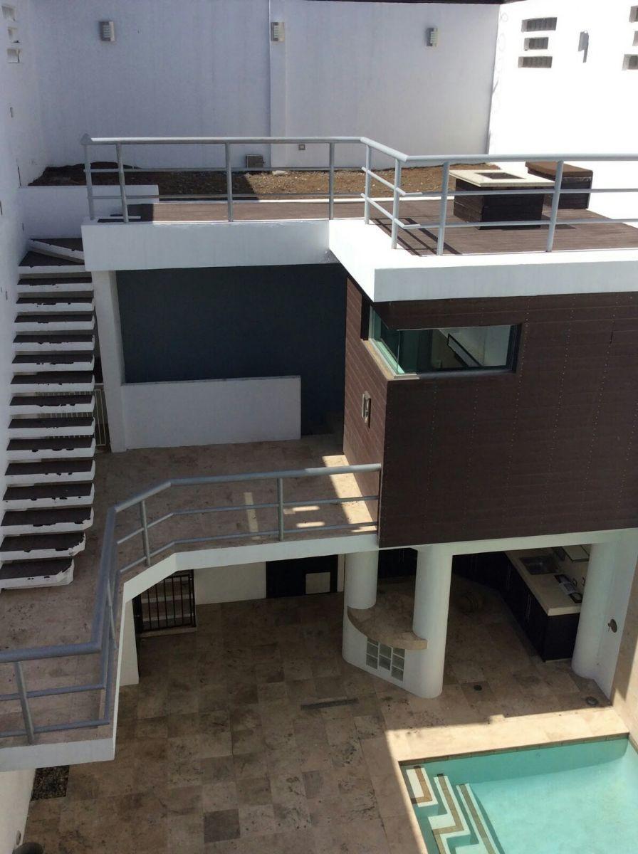 8 de 22: Vista del área de asador, cuarto de servicio y roof garden