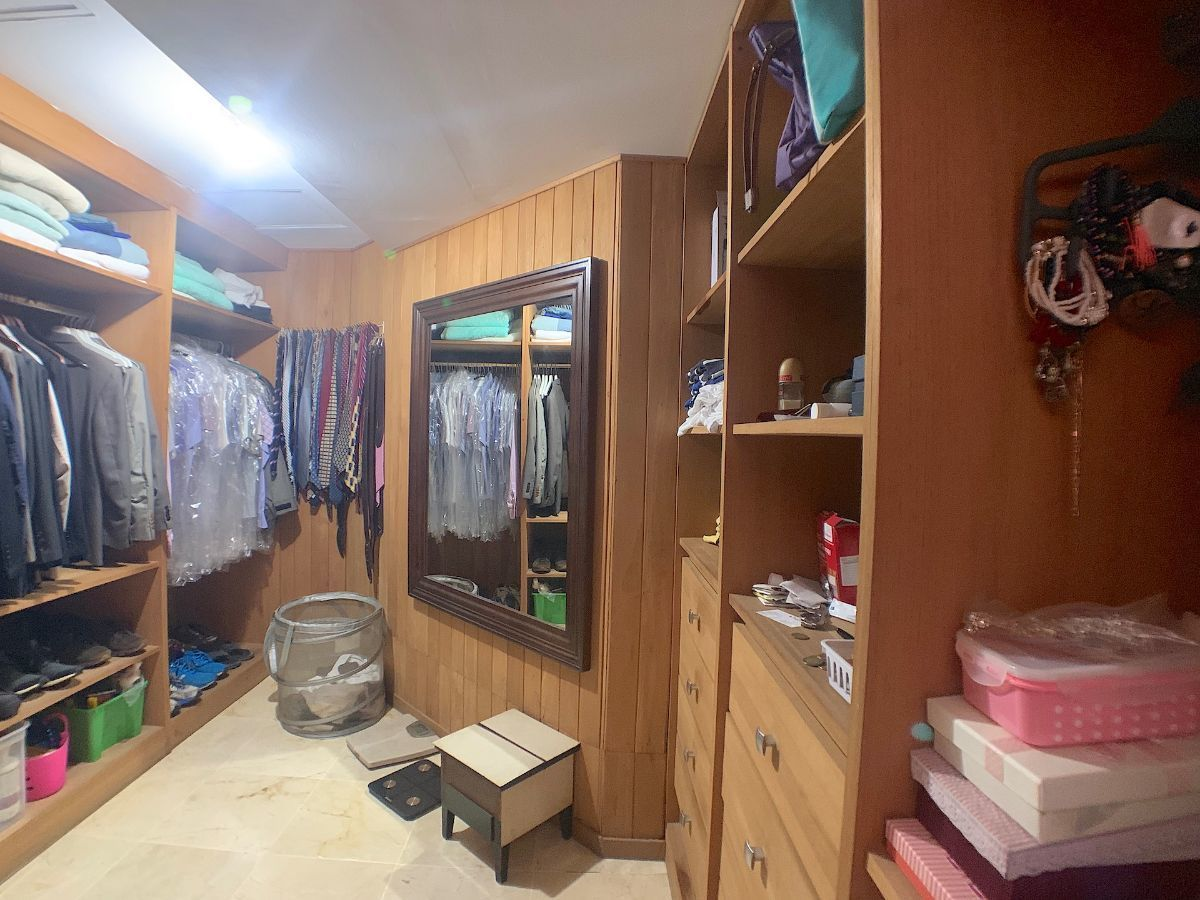 8 de 22: Walk-in closet en todas las habitaciones