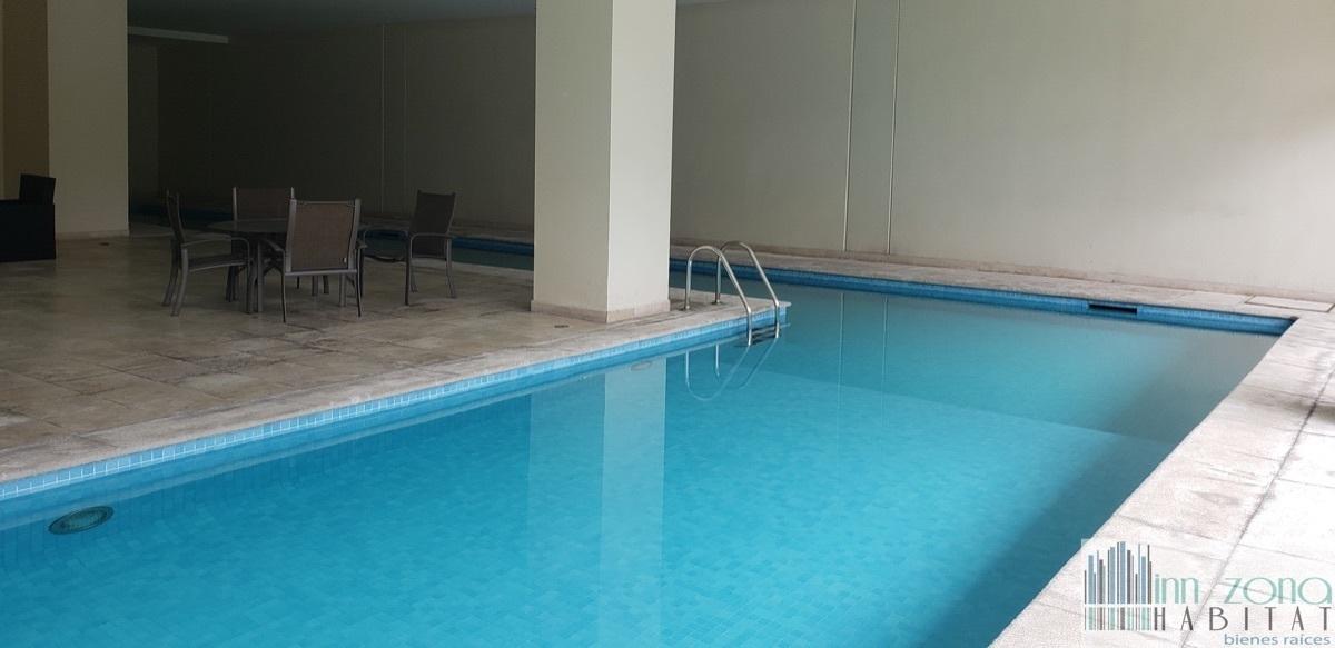 43 de 45: Alberca techada con carril semi olimpico de nado.