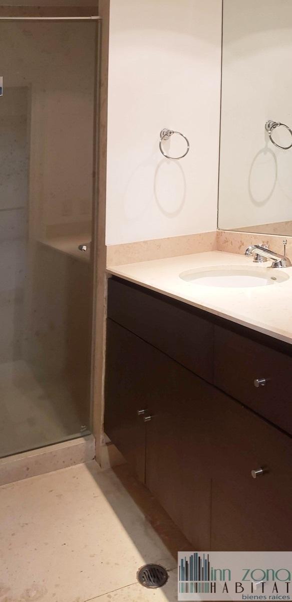 22 de 45: Baño de habitación secundaria