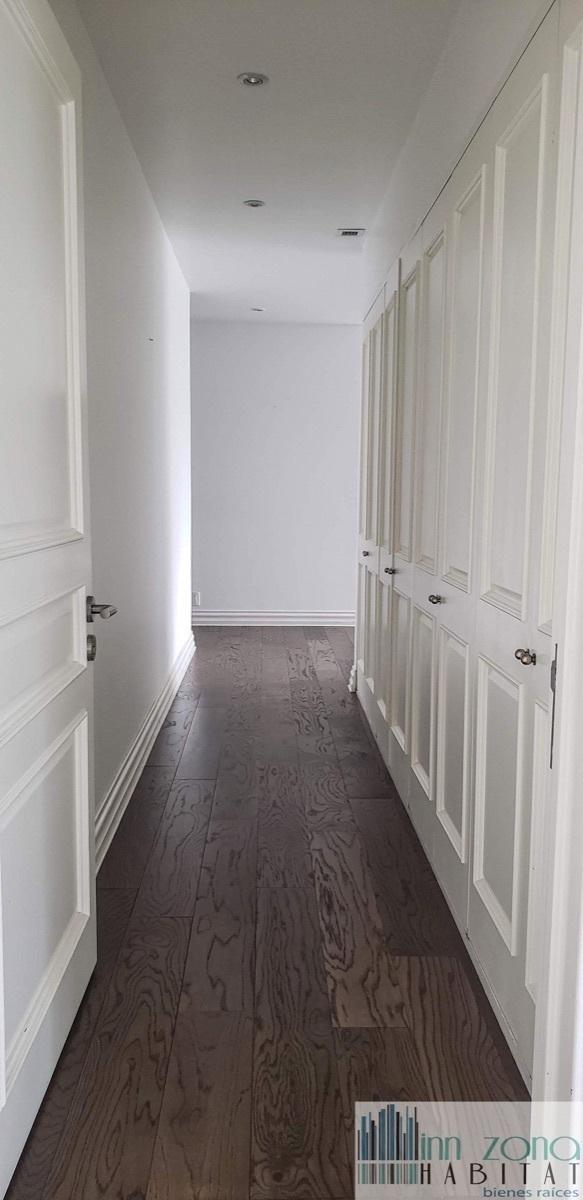 39 de 45: Closet de blancos