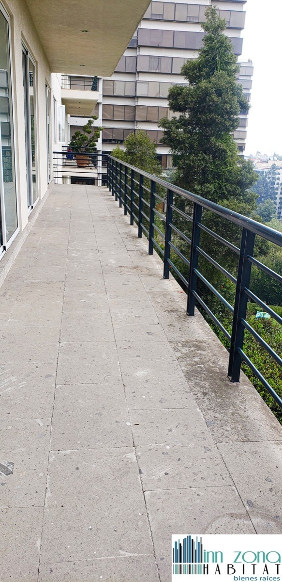 27 de 45: Amplia terraza