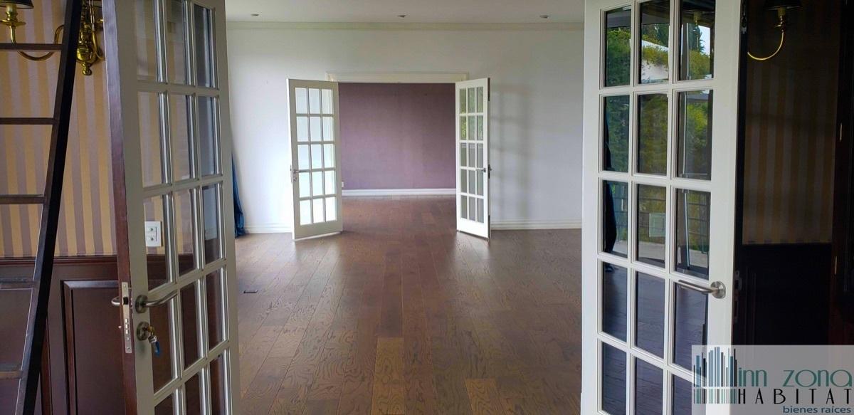 3 de 45: Sala  con acceso a la oficina y comedor