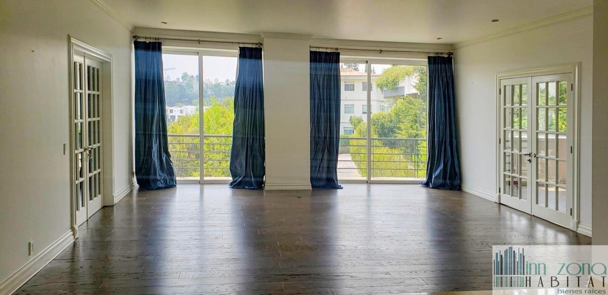 1 de 45: Sala con pisos de madera