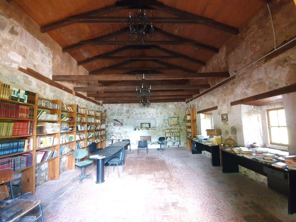 10 de 24: Biblioteca