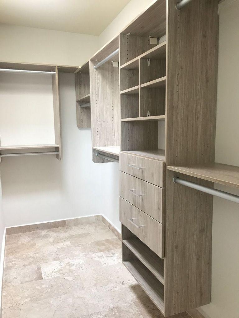 16 de 21: Closet vestidor