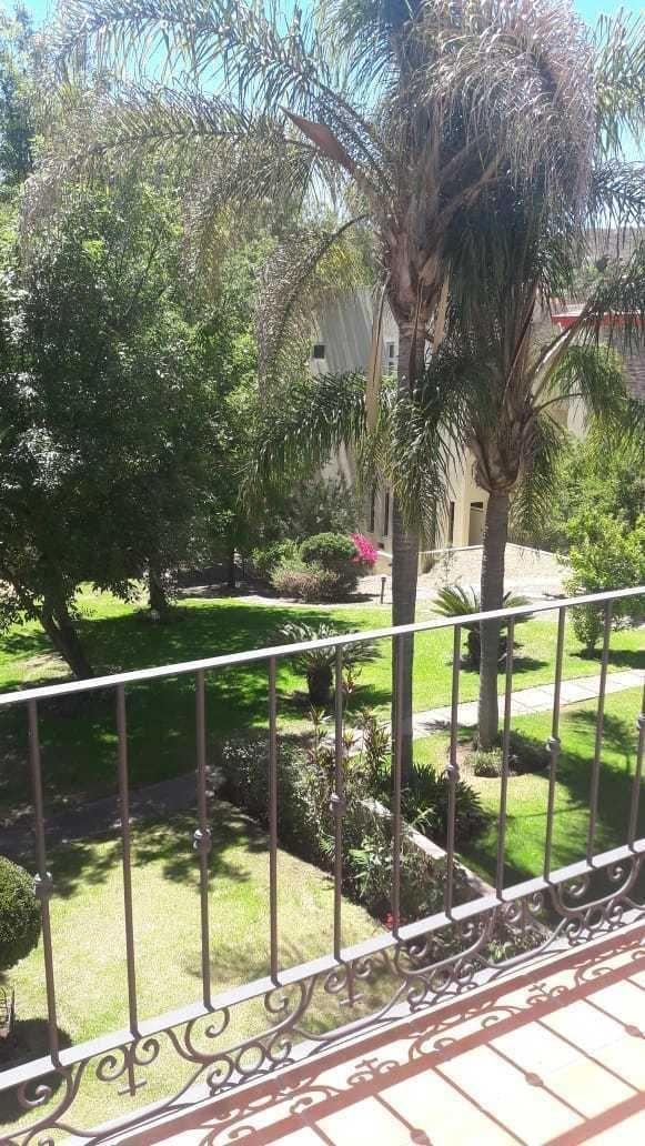 10 de 13: Vista al bosque desde el balcón