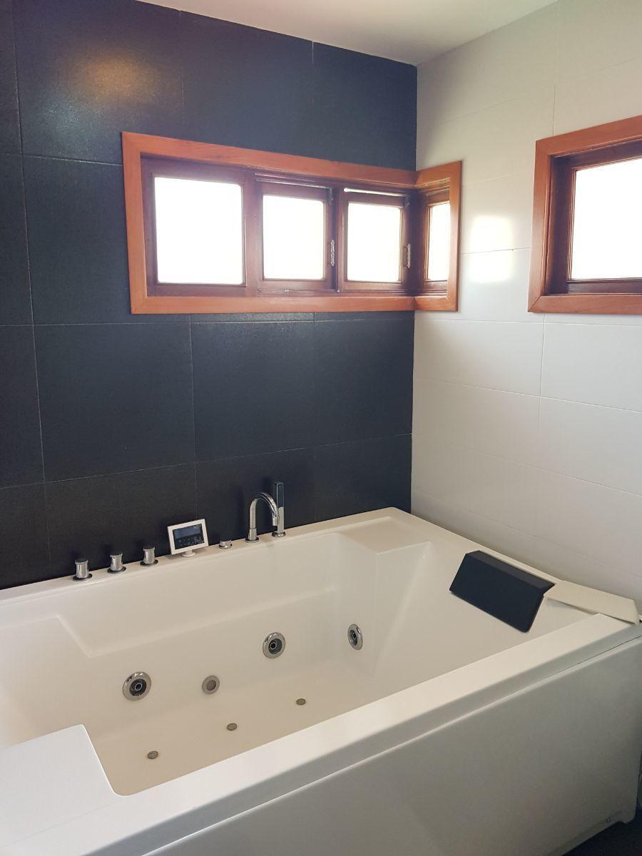 13 de 35: jacuzzi baño principal