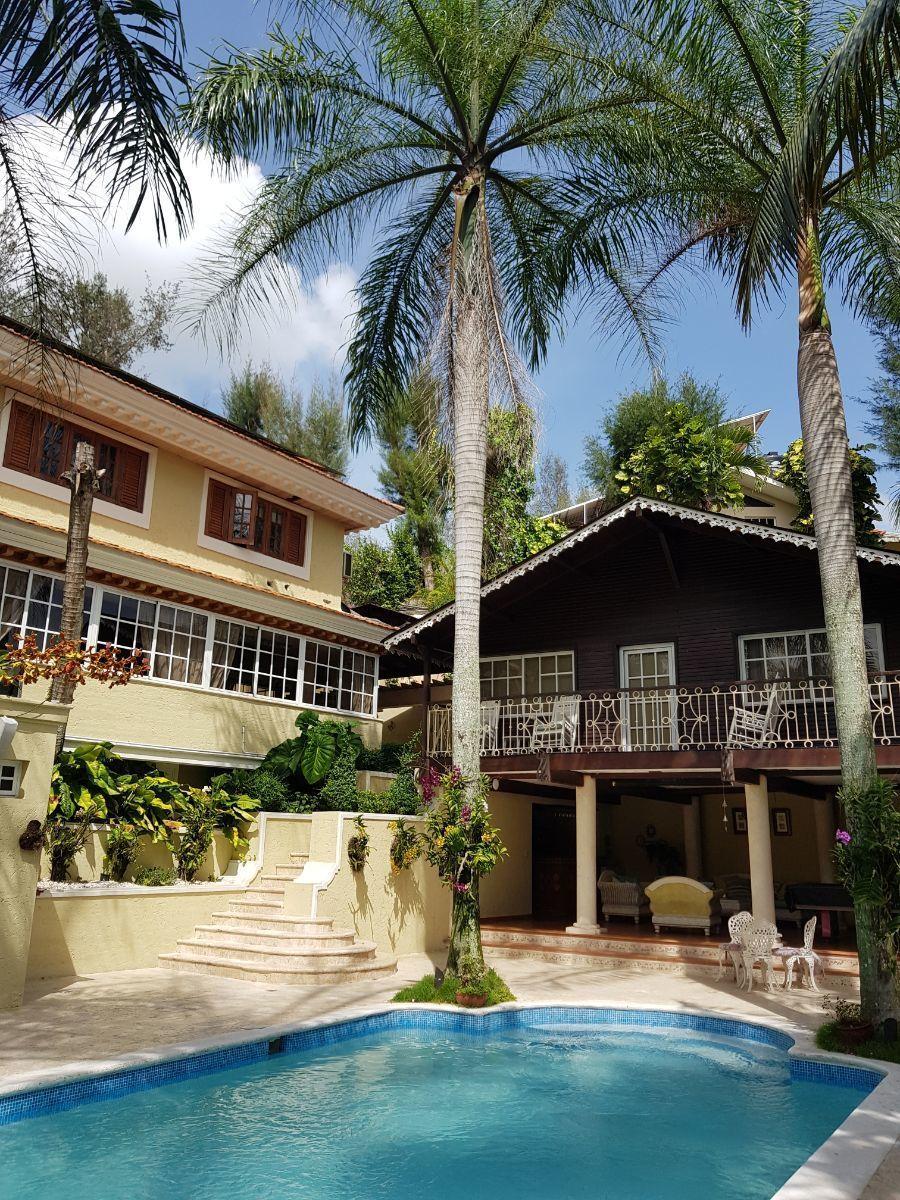 24 de 35: casa principal y guesthouse