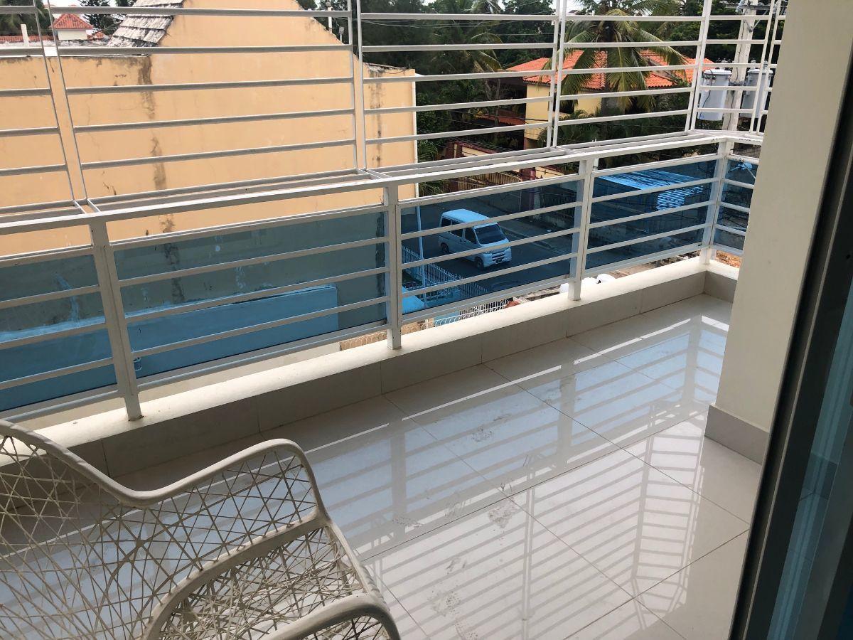 3 de 10: Balcon lateral