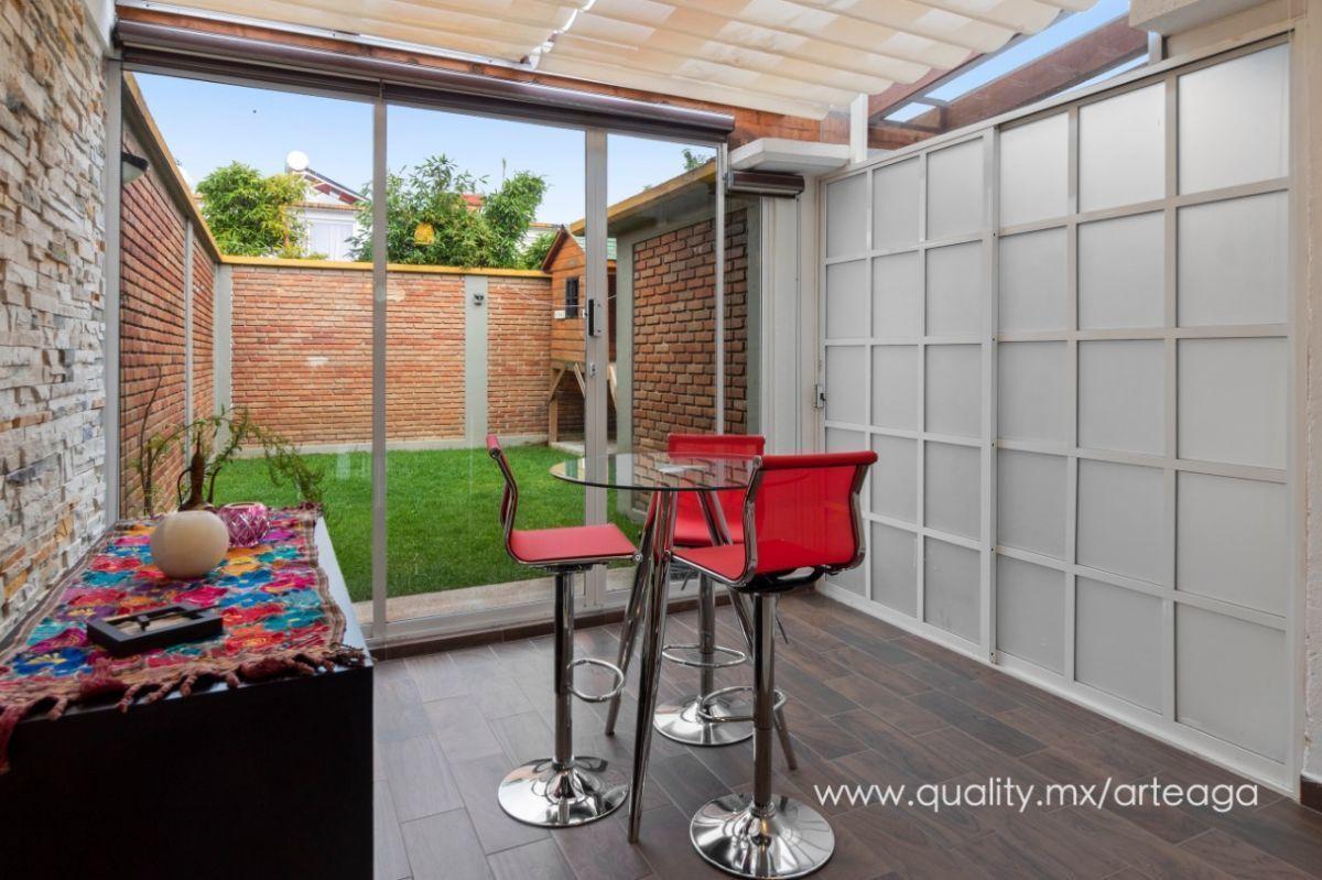 1 de 12: Terraza desayunador con techo de cristal y luz natural