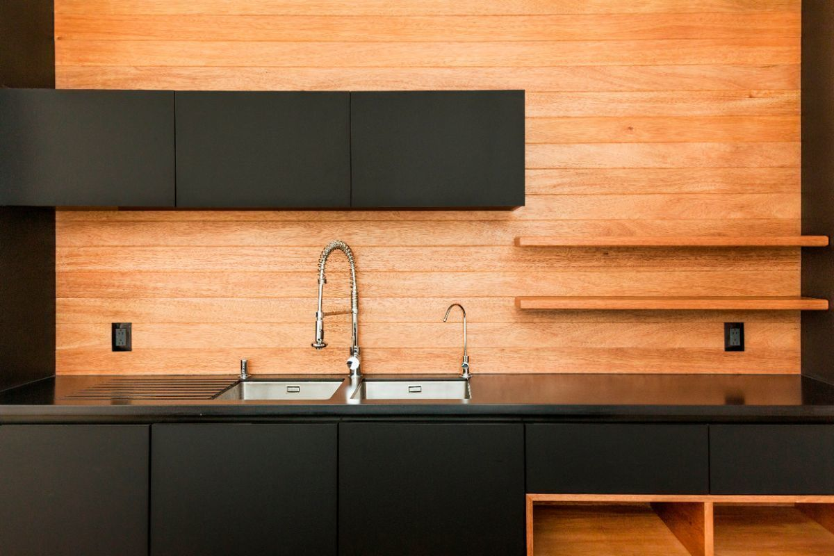3 of 14: Vista backsplash con lavatrastes integrado