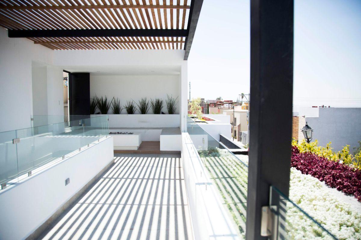 3 of 21: Vista Roof garden