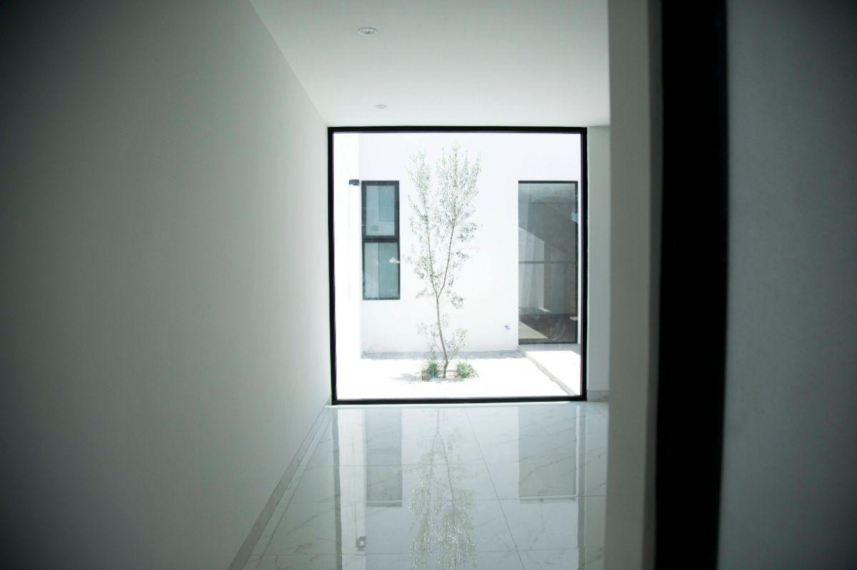 6 of 21: Vista interior