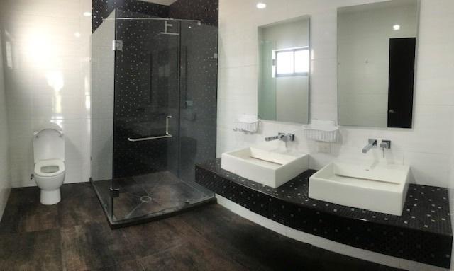 15 de 31: Baño habitación #1