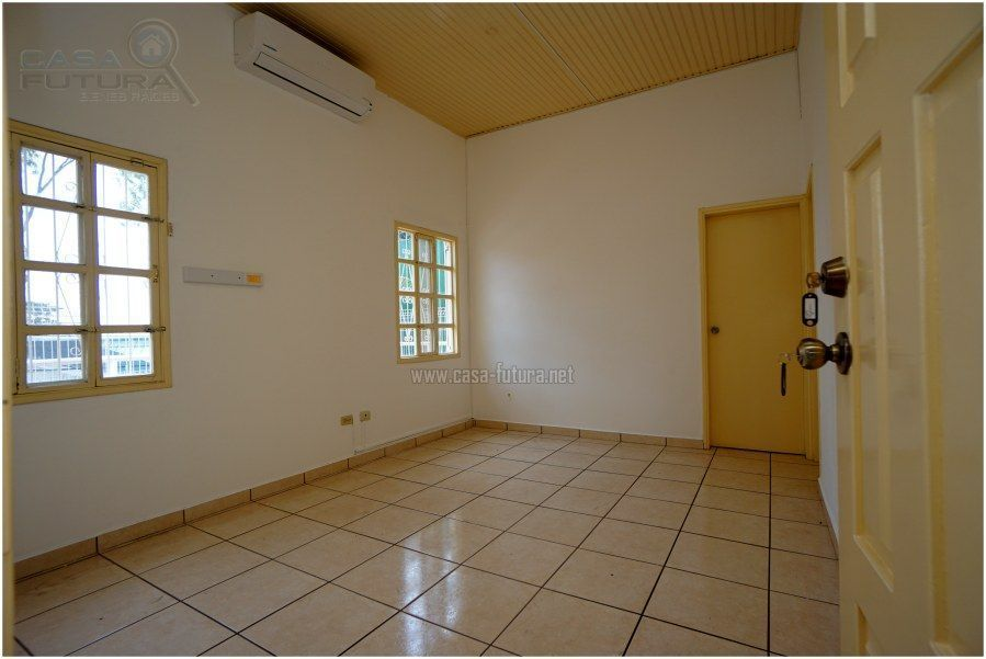 5 de 19: Dormitorio principal con aire acondicionado
