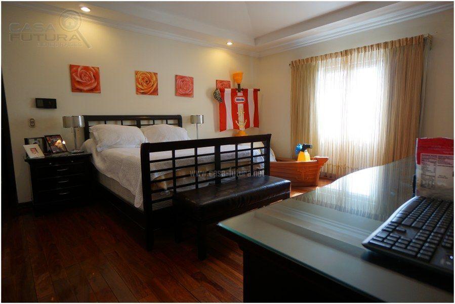 15 de 30: Habitacion secundaria con piso de madera