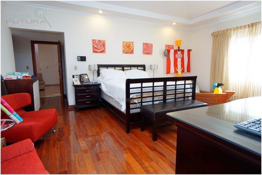 11 de 30: Habitacion secundaria con piso de madera