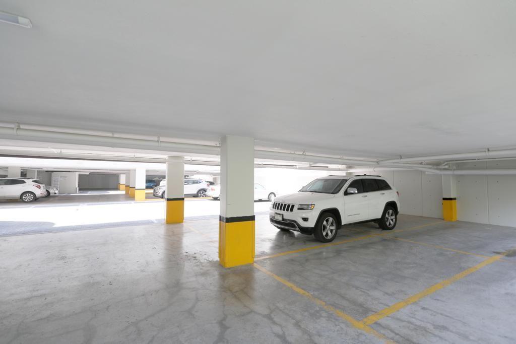 14 de 16: Estacionamiento muy comodo