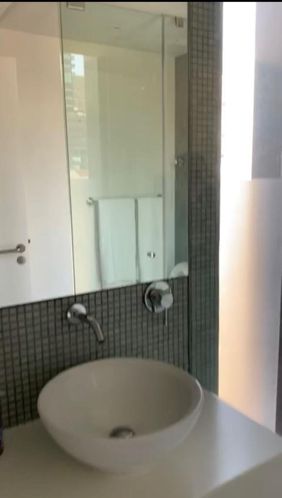 7 de 8: Baño de la habitacion principal