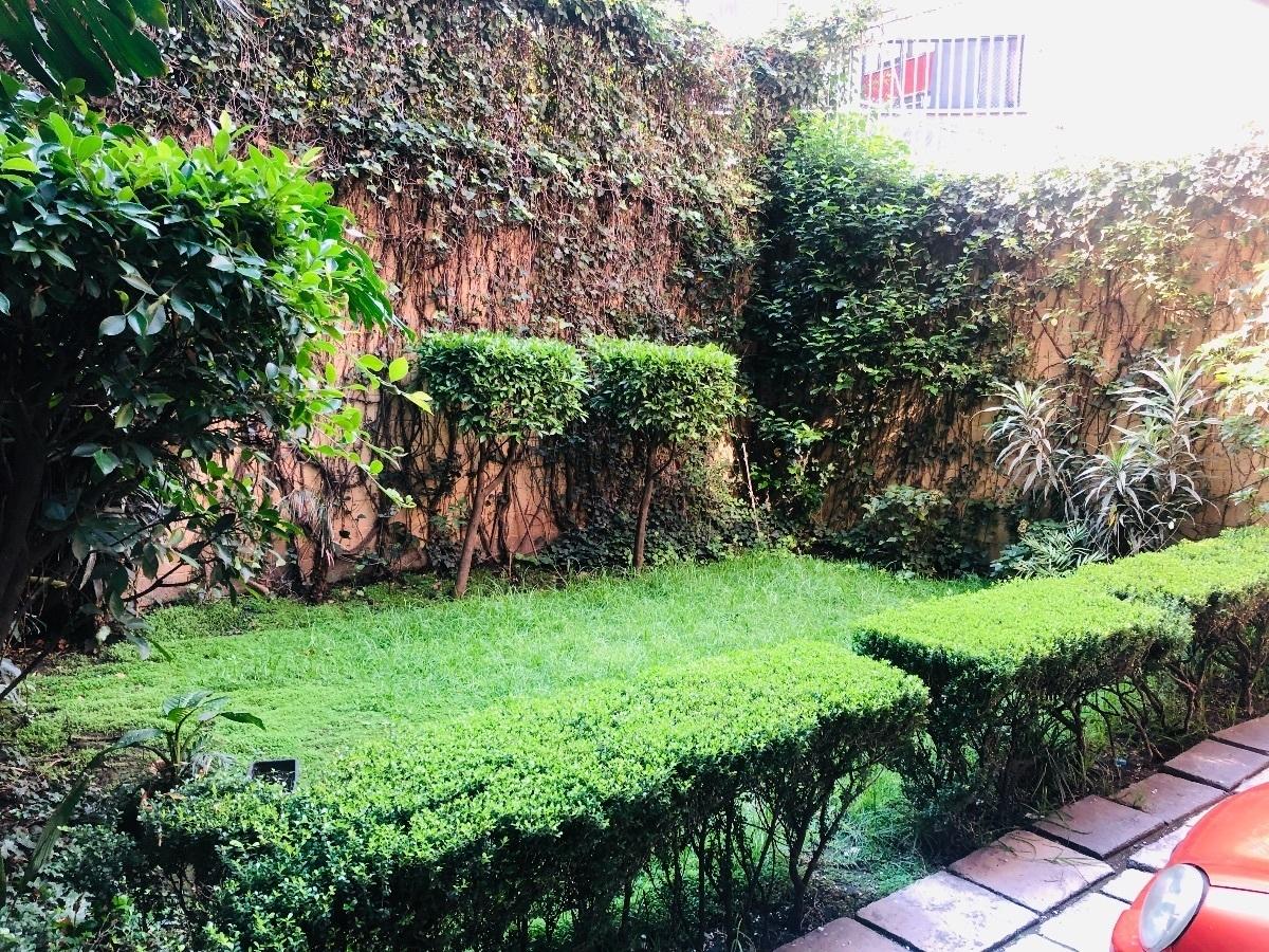 14 de 14: Jardín Trasero.