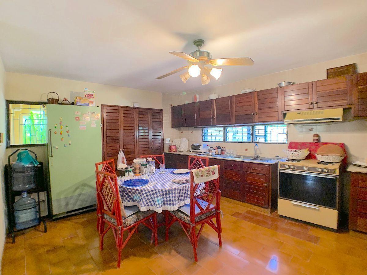 4 de 15: Cocina- Pantry con ventanales
