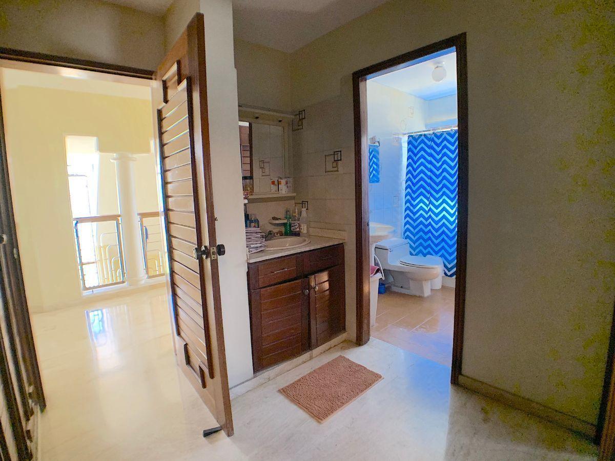 13 de 15: Baño común habitaciones secundarias