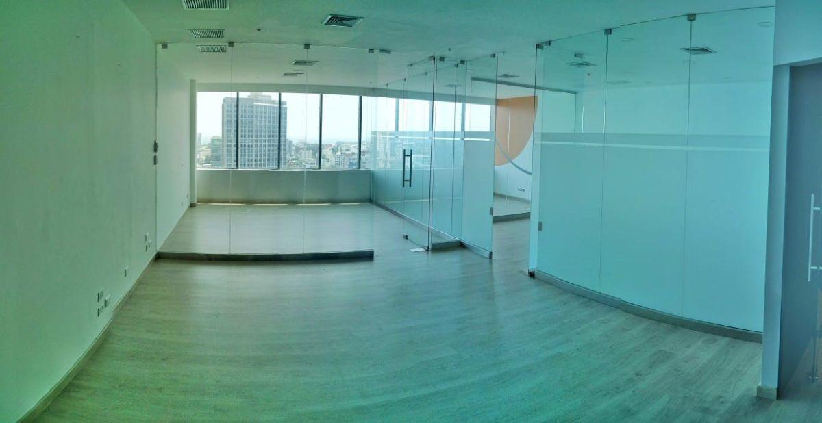 5 de 10: Vista general de la oficina divida con cristales templados