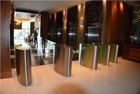 3 de 10: Lobby y entrada al edificio.