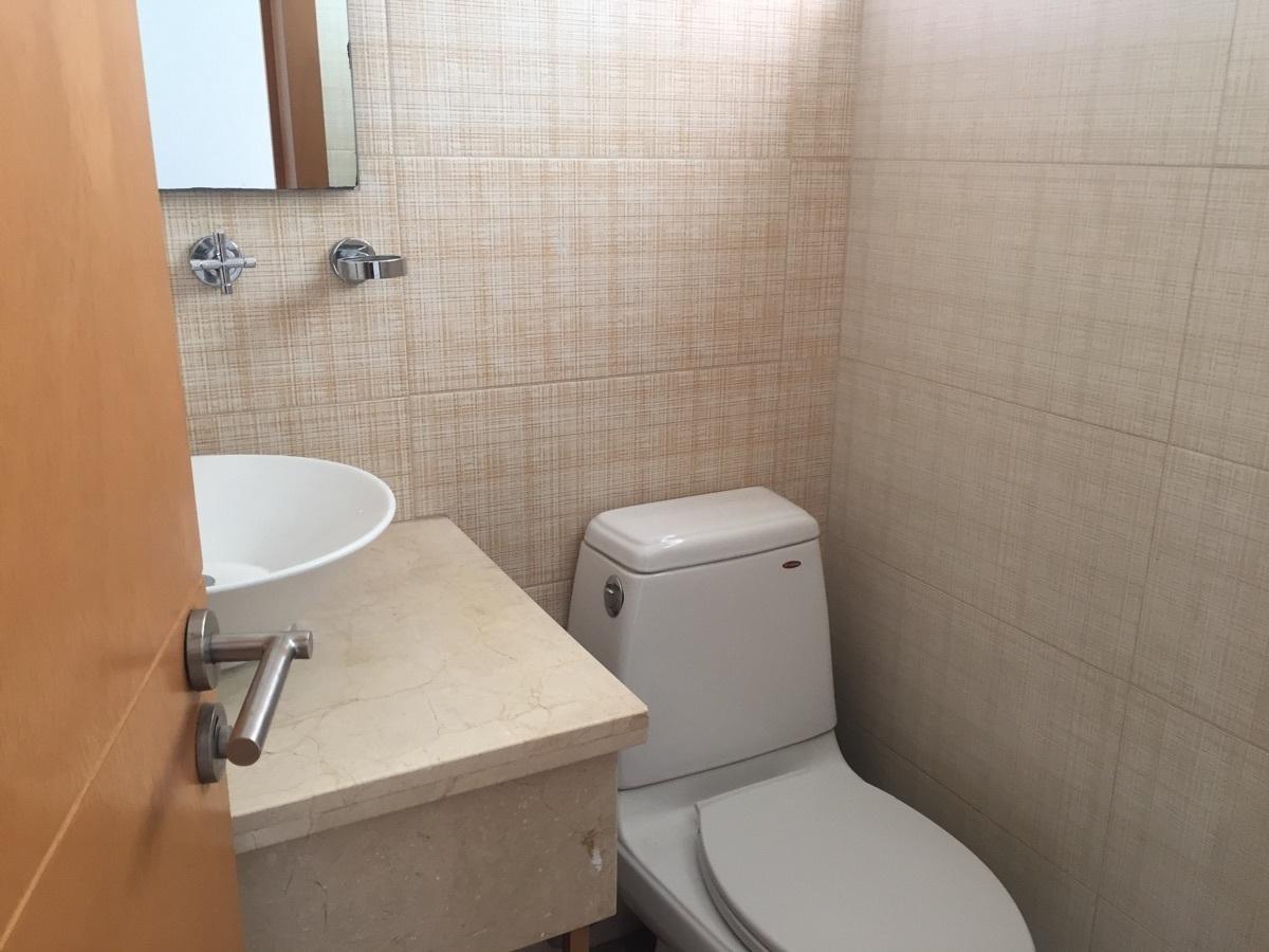 4 de 30: medio baño de visitas