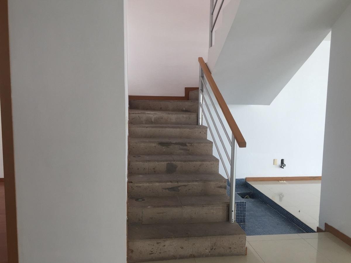 10 de 30: Escalera y fuente