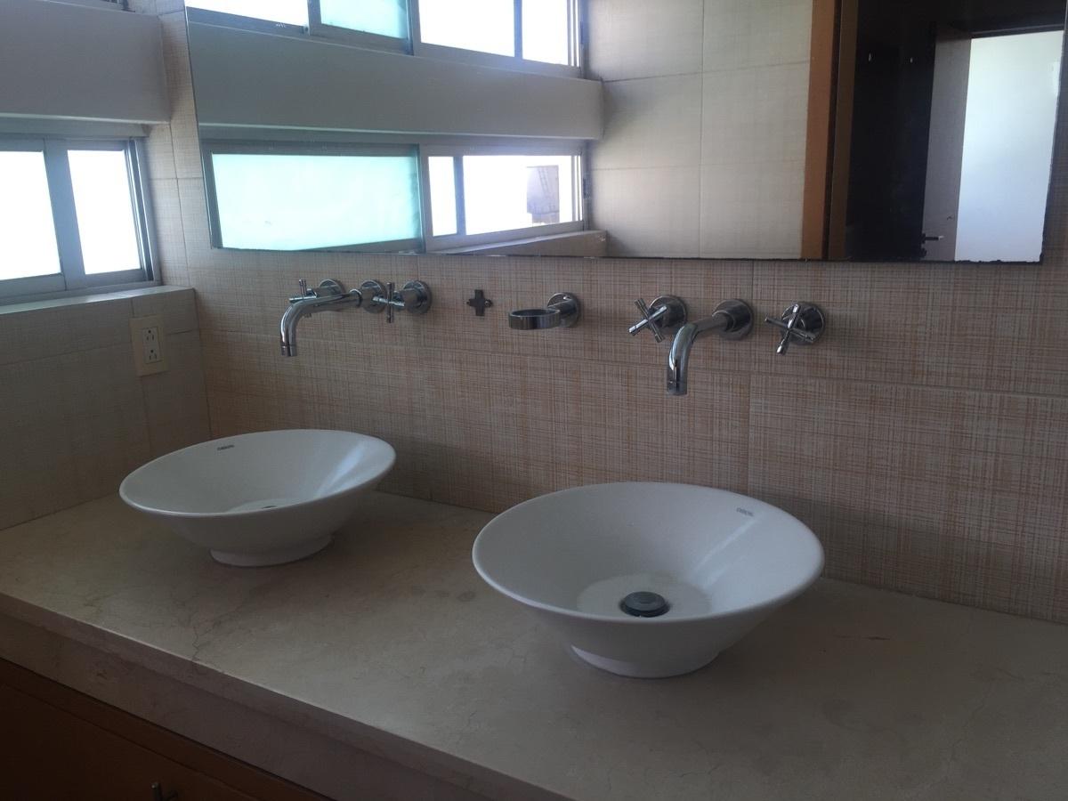 14 de 30: baño con doble ovalín