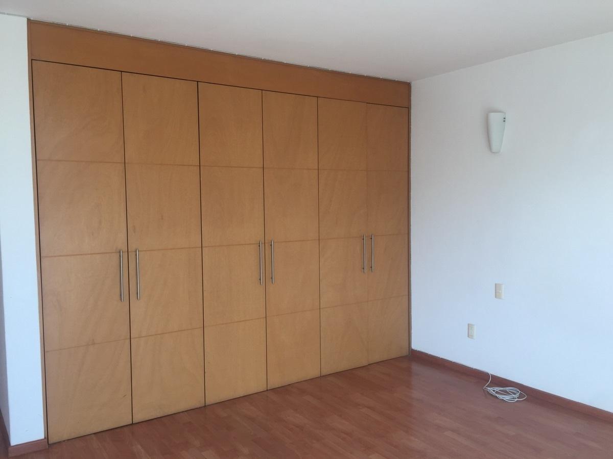 18 de 30: recámara tres con closet y piso laminado