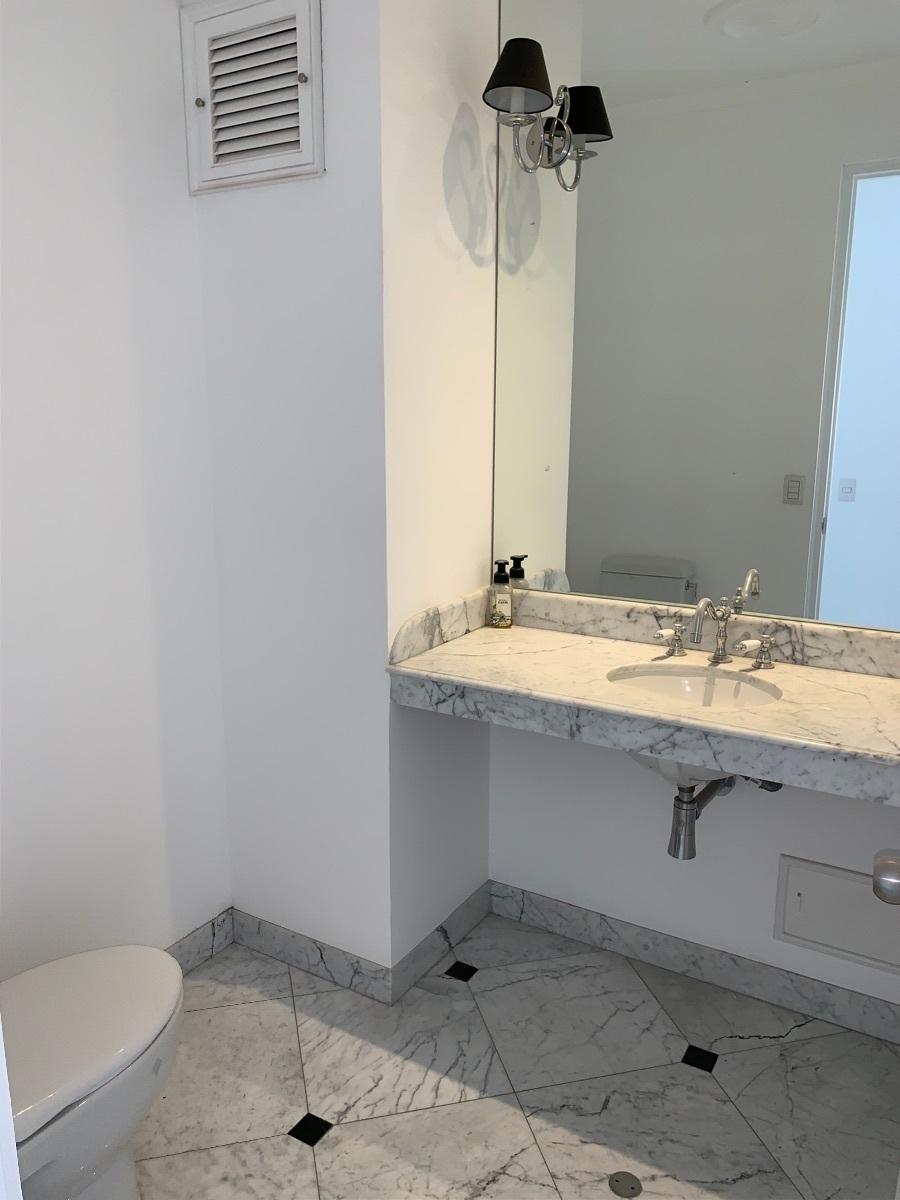 18 de 18: Baño sala de estar 2do piso